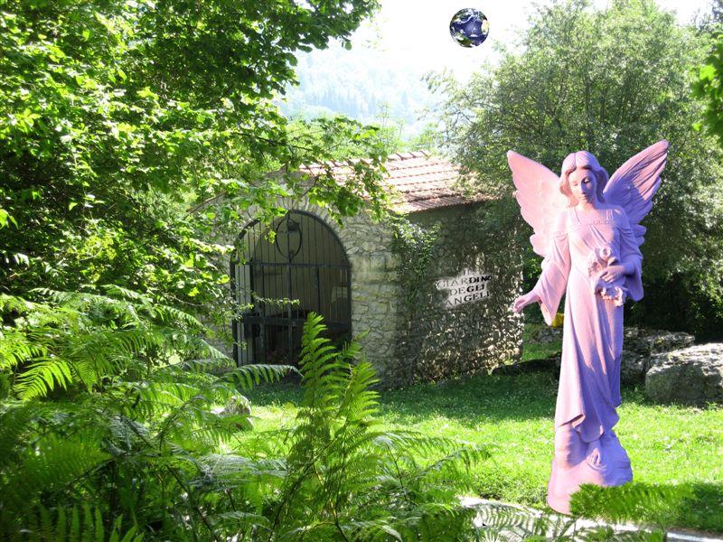 Statue ambientate nel xx secolo - Il giardino degli angeli ...